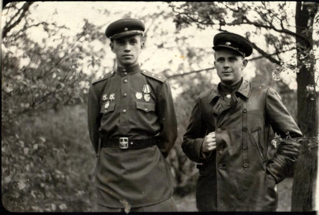 Замкомандира полка Жаркой Ф.М., помошник начштаба Гирман И.С., Гюстров, апрель 1945