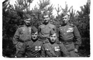 Рота технического обеспечения. Второй ряд слева – направо: Миша Карев, Юра Эстис, Костя Палинч, Коля Жуков; первый ряд: Саша Алексеев, Саша Блинов.