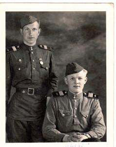 Старший сержант Зубов Н.И. со своим другом Лёшей 24.06.1946г Германия, Гюстров